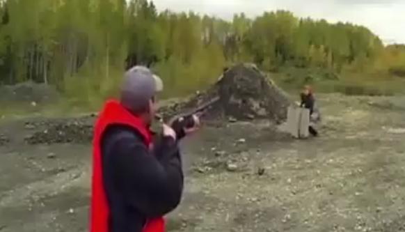 NUNCA DEBERÍA TENER UN ARMA