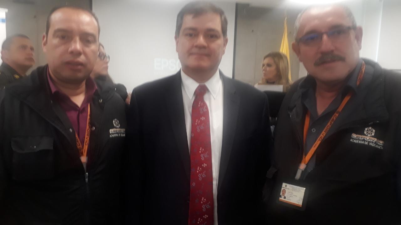 23 Octubre reunión hoy en la supervigilancia tratando tema alistamiento celebración día del Guarda – Ceforvig Ltda con el super Doctor Orlando Alfonso Clavijo Clavijo
