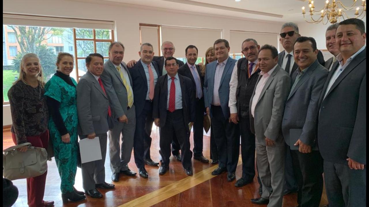 Reunión con la MESA EXPERTOS – CONVIVENCIA Y SEGURIDAD en donde participaron, el alto consejero presidencial Rafael Guarín, la Viceministra del Interior, y el superintendente de Vigilancia Orlando Alfonso Clavijo Clavijo