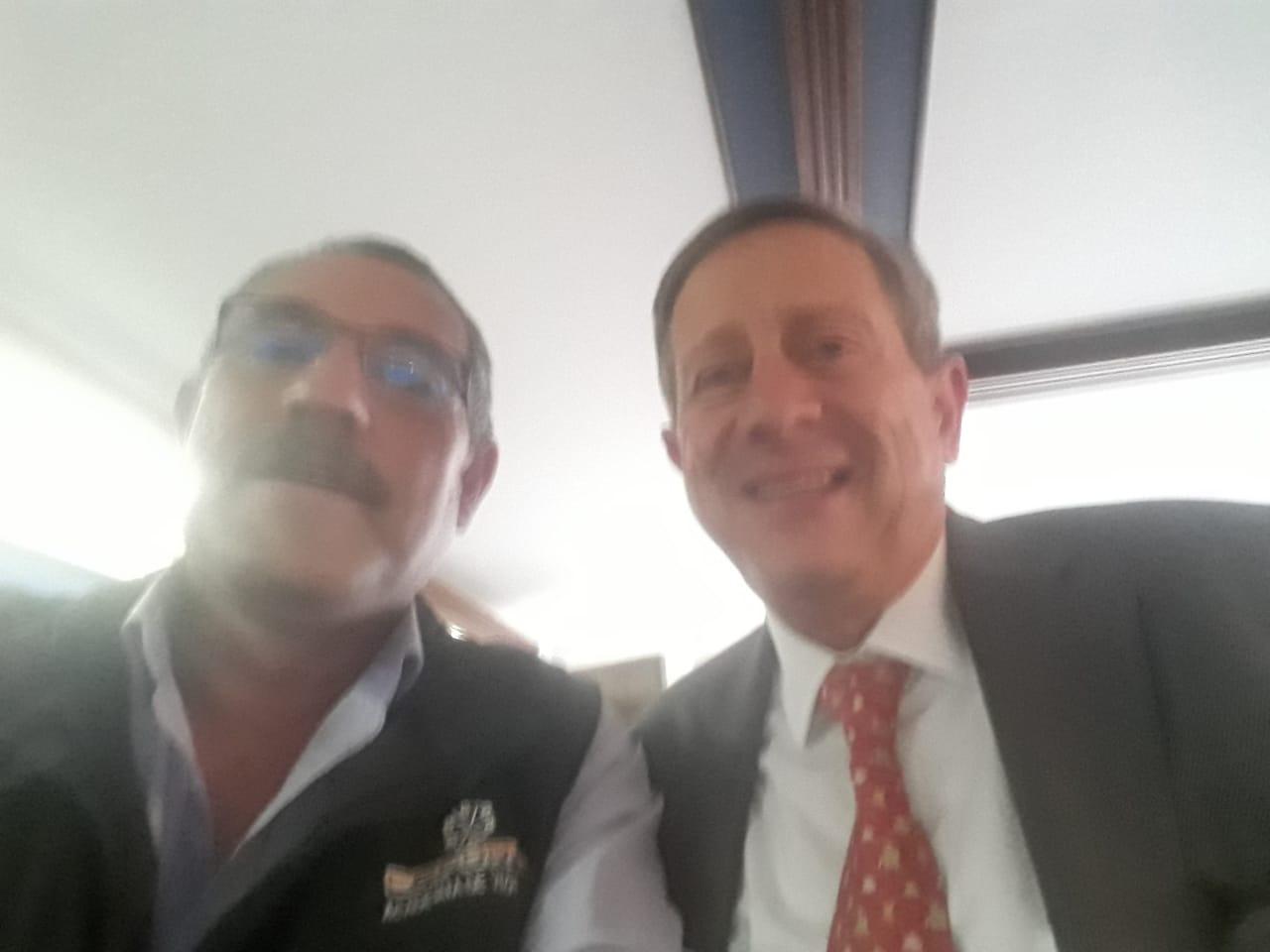 José Uriel Amariles Tabares Gerente General de CEFORVIG LTDA, en Fenalco Presidencia con el doctor Gonzalo Muñoz Arboleda Viceministro de Defensa